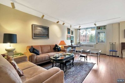 Fort Lee Condo/Townhouse Under Contract: 2150 Center Avenue #3d
