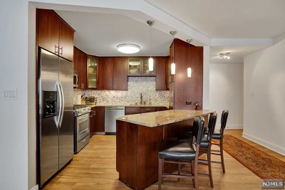 Fort Lee Condo/Townhouse Under Contract: 2000 Linwood Avenue #21v