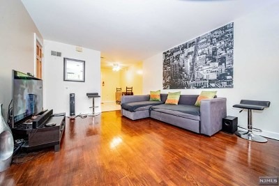 Englewood Condo/Townhouse Under Contract: 130 Glenbrook Parkway #9b