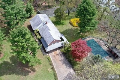 Franklin Lakes Single Family Home Under Contract: 355 Freemans Lane