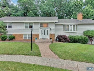 Bergen County Single Family Home Under Contract: 299 Glen Court