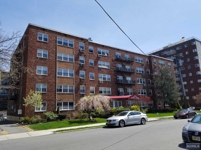 Fort Lee Condo/Townhouse Under Contract: 2200 Center Avenue #E7