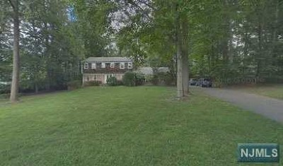 Upper Saddle River Single Family Home Under Contract: 75 Rolling Ridge Road
