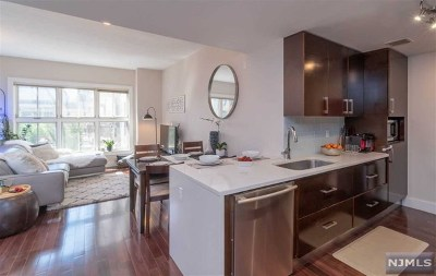 Hudson County Condo/Townhouse Under Contract: 601 Observer Highway #304