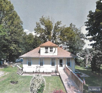 Morris County Single Family Home Under Contract: 82 Pocohontas Path