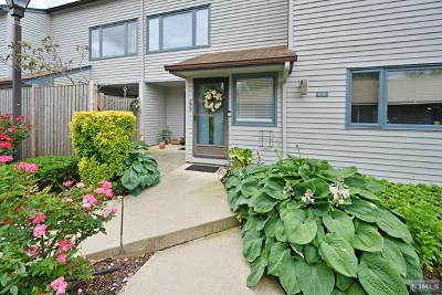 Bergen County Condo/Townhouse Under Contract: 200 Wind Hollow Court