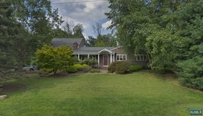 Upper Saddle River Single Family Home Under Contract: 39 Dogwood Hill Road