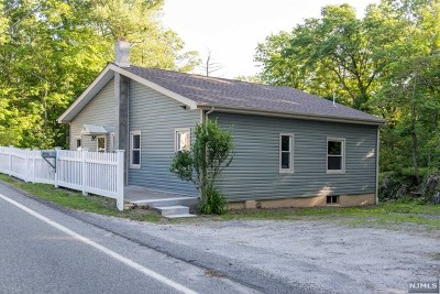 West Milford Single Family Home Under Contract: 39 Longhouse Drive