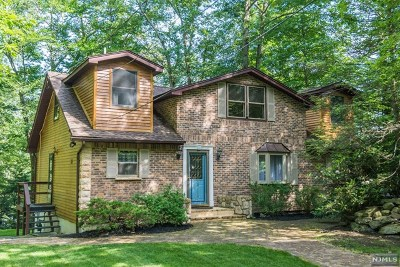 West Milford Single Family Home Under Contract: 241 Bearfort Road