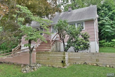 Morris County Single Family Home Under Contract: 64 Nakomis Path