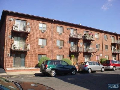 Hudson County Condo/Townhouse Under Contract: 550 Central Avenue #37