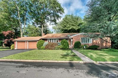 Bergenfield Single Family Home Under Contract: 40 Hampton Court