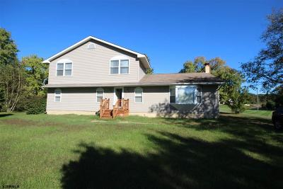 Newfield Single Family Home Undercontract-Cont Toshow: 3037 Victoria