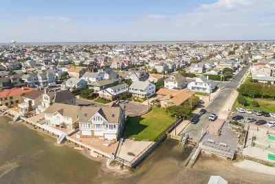 Margate Single Family Home For Sale: 6 Dolphin