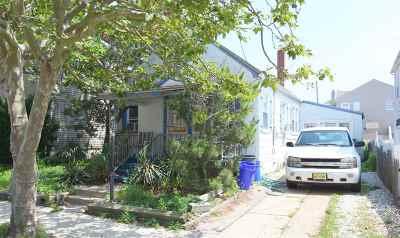 Margate Single Family Home For Sale: 121 N Granville