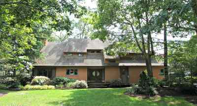 Single Family Home For Sale: 7 Ashbridge Ln