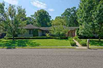 Upper Deerfield Township Single Family Home For Sale: 223 Old Deerfield
