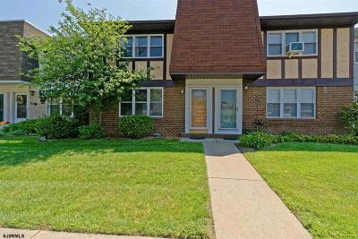 Vineland Condo/Townhouse For Sale: 1964 E Oak Rd Road #Q4