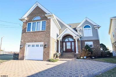 Margate Single Family Home For Sale: 7 Dolphin Dr