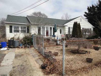 Somers Point Single Family Home Undercontract-Cont Toshow: 7 S Village Dr