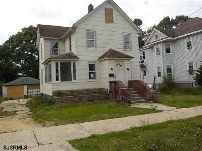 Vineland Single Family Home For Sale: 233 W Almond Street