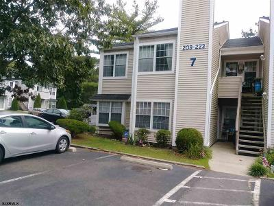 Galloway Township Condo/Townhouse For Sale: 213 Meadow Ridge Road #213