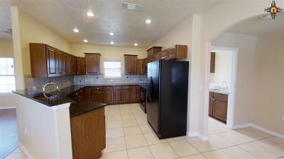 Portales Single Family Home For Sale: 1374 Oakwood Cir