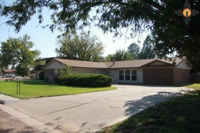 Portales Single Family Home For Sale: 136 Yucca Dr