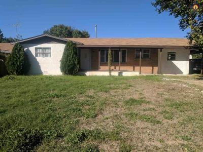 Portales Single Family Home For Sale: 1700 S Ave A