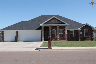 Clovis Single Family Home For Sale: 305 Dominion Way