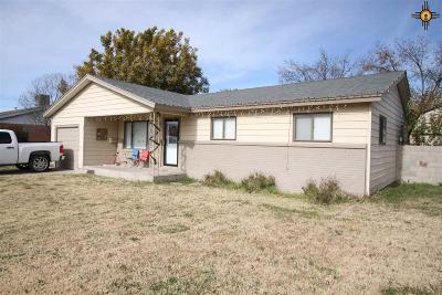 Single Family Home For Sale: 822 W Tyler