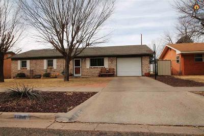 Clovis Single Family Home For Sale: 128 Merrill
