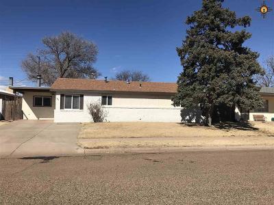 Clovis Single Family Home For Sale: 300 Manson