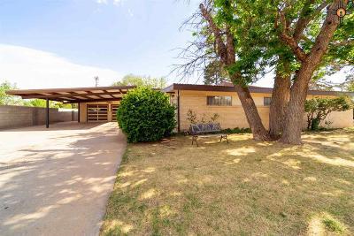 Clovis Single Family Home For Sale: 111 E Yucca Dr
