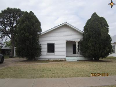 Portales Single Family Home For Sale: 214 S Ave E