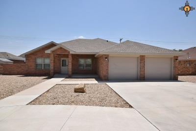 Portales Single Family Home For Sale: 1120 Aquarius