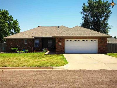 Clovis Single Family Home For Sale: 2109 Howard Cowper