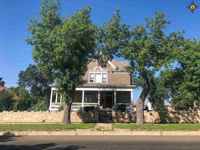 Single Family Home For Sale: 825 7th Street