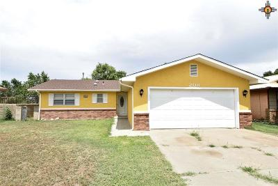 Clovis Single Family Home For Sale: 208 Woodson