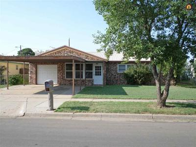 Clovis Single Family Home For Sale: 216 Circle Dr