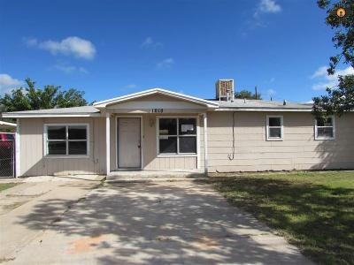 Lovington Single Family Home For Sale: 1010 W Jackson Ave