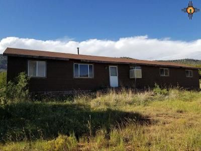 Single Family Home For Auction: 32 Lucero Box 28