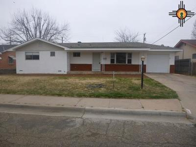 Curry County Single Family Home For Sale: 209 W Yucca