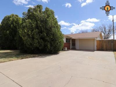 Clovis Single Family Home For Sale: 301 Manson Dr