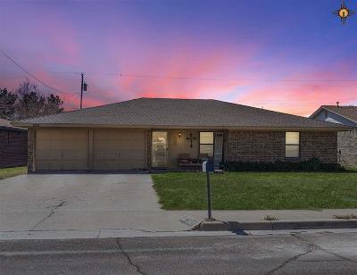 Hobbs Single Family Home Under Contract-Don't Show: 207 E Aspen