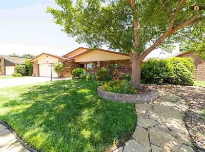 Clovis Single Family Home For Sale: 1716 Colonial Parkway