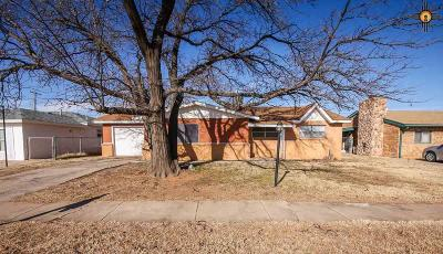 Single Family Home For Sale: 1004 Manana