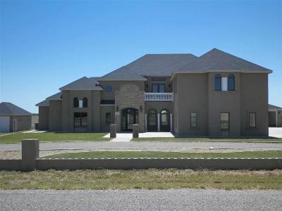 Roswell Single Family Home For Sale: 16 Townsend Trail