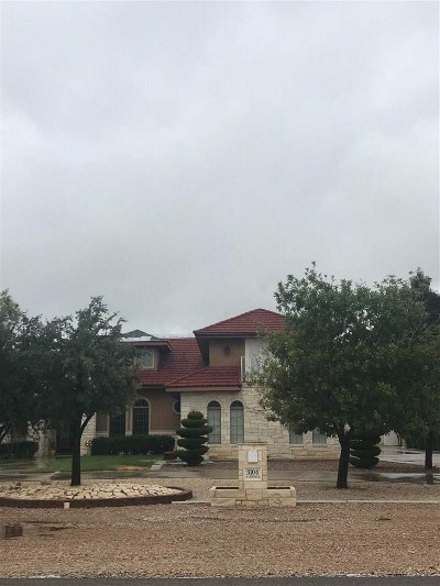 Roswell Single Family Home Under Contrct Do Not Show: 3104 N Montana