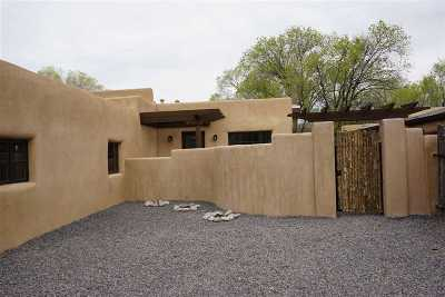 Santa Fe Single Family Home For Sale: 113 Jimenez St.